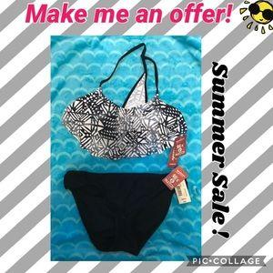 BNWT! Juniors Size S. Flounce 2piece swimsuit!